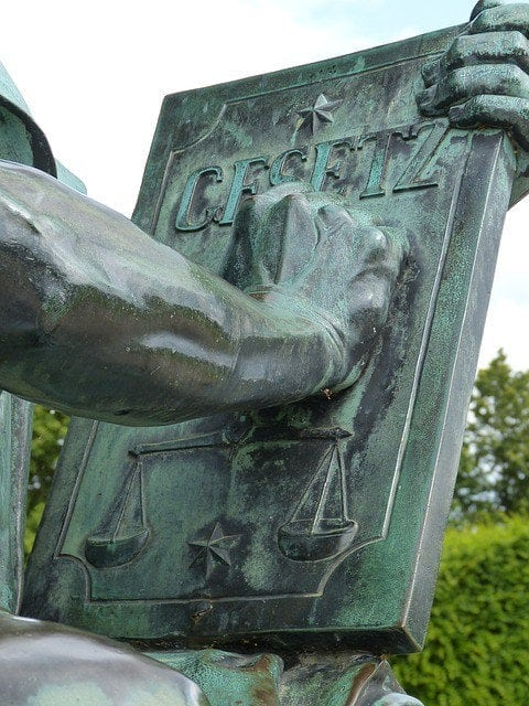 was ist legal? Justitia Skulptur