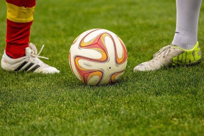 Die wichtigsten Regeln im Fußball sollte jeder Tipper kennen